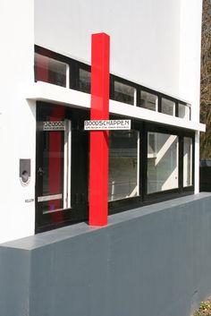 Detail Rietveld-Schröderhuis; Boodschappen (1924) Schroder House, Houses, Architecture, De Stijl, Homes, Arquitetura, Architecture Design, House, Computer Case