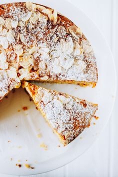 Polenta and ricotta cake with almonds. Healthy and easy coffee cake. Check it now or save for later. Baking Recipes, Cake Recipes, Dessert Recipes, Polenta Cakes, Delicious Desserts, Yummy Food, Almond Cakes, Everyday Food, Coffee Cake