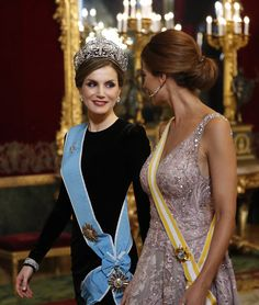 Queen Letizia First Lady of Argentina Juliana Awada, walk before the gala dinner at the Royal Palace. Photo by Chema Moya/AFP/Getty Images)Restrictions