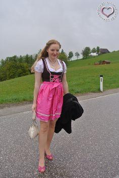 http://www.trachten-dirndl-shop.de/damen/trachten-minidirndl-50cm/1994/mini-dirndl-2tlg.-judy-pink-karo-50-cm?c=1212