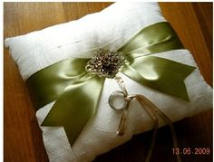 Love this pillow but with a chocolate brown ribbon