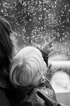 Op adem komen bij God ღ: Niet altijd blauw  God beloofde geen altijd-blauwe-luchten, of een leven lang bloemen langs je pad; God beloofde geen zon zonder regen,  vreugde zonder zorgen of vrede zonder pijn.  Maar Hij beloofde kracht voor de dag Rust na arbeid, licht op je pad, Genade in beproeving, hulp van Boven, Onuitputtelijke vriendschap en eeuwige liefde.