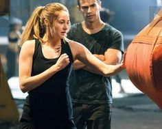 'Divergent' Movie Teaser Trailer Clip Debuts Cast Shailene Woodley and Theo James' Hot Kiss as Tris and Four as 2014 Release Date Approaches [VIDEO], : Beauty World News