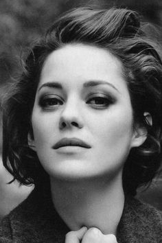 """gamefreaksnz: """" Marion Cotillard to star alongside Michael Fassbender in Assassin's Creed film Marion Cotillard has signed on to star alongside Michael Fassbender in the film adaptation of Assassin's. Short Bob Haircuts, Modern Haircuts, Haircut Bob, Marion Cottillard, French Bob, French Actress, Curly Bob Hairstyles, Hollywood Actresses, Short Hair Styles"""