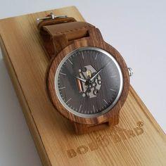 Drevené hodinky TECHNO zo zebrového dreva - VINI.sk Krabi, Wood Watch, Techno, Watches, Retro, Accessories, Wooden Clock, Wristwatches, Clocks