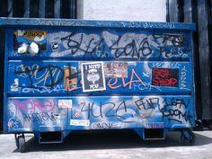 upload.wikimedia.org wikipedia commons 7 7b Dumpster_with_graffiti,_Los_Angeles.jpg