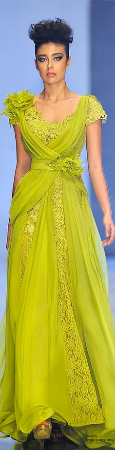 Fouad Sarkis Couture ♔ Spring/Summer 2014. This would be very pretty in a true red or black color