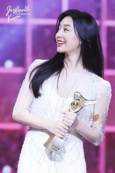 More stills of Kim Ji Won during the KBS Drama Awards 2017 cr:logo Korean Actresses, Korean Actors, Actors & Actresses, Korean Drama Stars, Korean Star, Korean Beauty, Asian Beauty, Baek Jin Hee, Kbs Drama