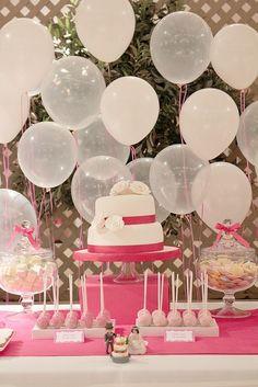 Une déco ballon idéale pour un anniversaire. #anniversaire #ballon #http://www.mariageenvogue.fr/s/31875_190664_-12-ballons-degrade-de-roses