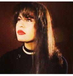 Selena Quintanilla Perez, Best Artist, Photo Poses, Role Models, Pop Culture, Selena Selena, Bustiers, Collage, Queen