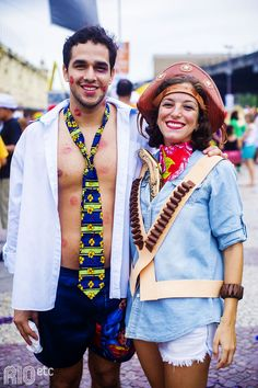 Fantasia de casal (<3) para o carnaval do Rio de Janeiro: a cangaça e o beijoqueiro. Diy Carnaval Fantasia, Carnaval No Rio, Carne, Carnival, Fevereiro, Looks, Fairy Costumes, Mascaras, Suits