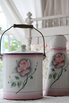 My grandmother had these...so pretty...enamel and rozes *hellarozas*
