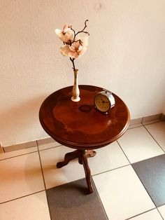 Beautiful old wood side table with inlays A beautiful eye-catcher in every room. Light signs of use see pictures otherwise all right Dimensions Diameter 49 cm Height 61 cm Shabby, Tiered Cakes, Etsy, Furniture, Home, Vintage Side Tables, Timber Table, Ad Home, Home Furnishings