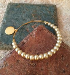 Alex and ani Inspired Expandable Gold Tone Champagne Pearl Bangle Sea Glass Jewelry, Pearl Jewelry, Sterling Silver Jewelry, Gold Jewelry, Beaded Jewelry, Jewelery, Jewelry Accessories, Fine Jewelry, Handmade Jewelry