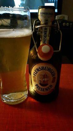 Flensburger, pilsner, Aroma intenso a trigo, cuerpo y sabor a fermento, no ácido. A repetir: si