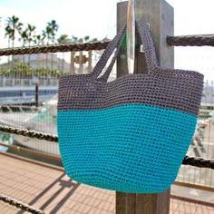 おしゃれを編む ラフィア糸 「コットンラフィア®」 Straw Bag, Crochet Patterns, Chiffon Cake, Crochet Bags, Sewing, Knitting, Clutches, Handmade, Craft Ideas