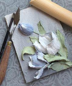 Привет всем! Вот такие сегодня у меня тюльпаны получились Скажете, голубых тюльпанов не бывает? Мне кажется, что должны быть! Вот теперь точно есть! Из штукатурки... #объемнаяживопись #скульптурнаяживопись #барельеф #картина #декоративнаяштукатурка…