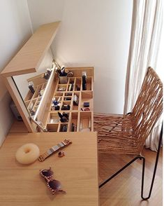 "22 Space-Saving Ideas to Make Any Small Apartment Feel Cozier ""Home is where the heart is."" A house transforms into a home with its people, their feelings, and their togetherness. Each home speaks to the personality of its inhabitants. Room Interior, Interior Design Living Room, Interior Ideas, Diy Casa, Diy Furniture, Space Saving Furniture, Space Saving Bedroom, Mirror Furniture, Apartment Space Saving"
