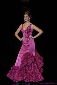 Flamenco Dancers, Flamenco Dresses, Rose Bonbon, Spanish Dancer, Spanish Fashion, Nice Dresses, Formal Dresses, Beautiful Long Hair, Couture Fashion