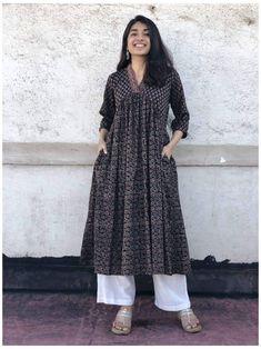 Simple Kurta Designs, Kurta Designs Women, Stylish Dress Designs, Designs For Dresses, Stylish Dresses, Salwar Designs, Pakistani Fashion Casual, Indian Fashion Dresses, Indian Designer Outfits