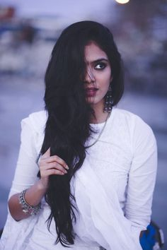Think Your Hair Can't Be Tamed? Think Again! Pretty People, Beautiful People, Beautiful Women, Female Character Inspiration, Girl Photography Poses, Amazing Photography, Brown Girl, Girls Characters, Indian Models