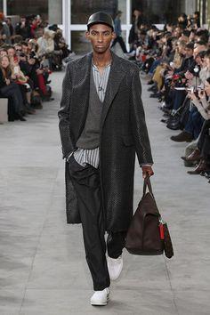 【ルイ・ヴィトン 公式サイト】キム・ジョーンズが手掛けるルイ・ヴィトン 2017秋冬メンズ・ファッションショーの模様を映像でご覧ください。