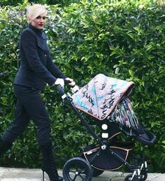 Gwen Stefani and her bespoke #Bugaboo Cameleon (thinkbaby)