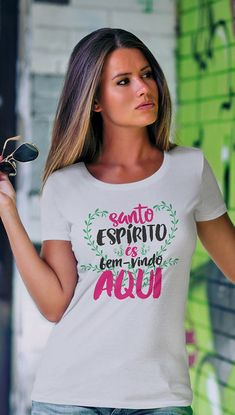 Camiseta Santo Espírito Cool Tees, Cool Shirts, Expensive Dresses, Jesus Shirts, Tees For Women, Christian Shirts, Branded T Shirts, Shirt Outfit, Shirt Style