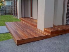 Modern Wooden Walkways Designs In Front Door Modern Front Yard, Front Yard Design, Deck Design, Front Deck, Front Porch, Outdoor Walkway, Concrete Walkway, Backyard Patio, Backyard Ideas