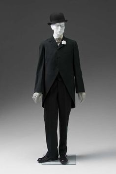 Gentlemans dress suit by Schloss Brothers (United States) wool (Mint Museum) - Victorian Mens Fashion, 1890s Fashion, Vintage Fashion, Mode Masculine, Historical Costume, Historical Clothing, Dress Suits, Men Dress, Dresses