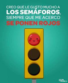 Consecuencias de gustar mucho a los semáforos. Más en http://www.lasfotosmasgraciosas.com/carteles.html