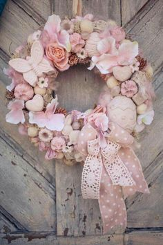 How to Make an Easter Wreath - Castle Random Wreath Boxes, Diy Wreath, Easter Wreaths, Holiday Wreaths, Felt Flowers, Paper Flowers, Easter Crafts, Bunny Crafts, Easter Decor