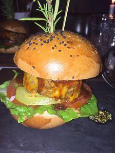 Burger im Ampulle - Dry Gin & Beef Club in Stuttgart. Lust Restaurants zu testen und Bewirtungskosten zurück erstatten lassen? https://www.testando.de/so-funktionierts