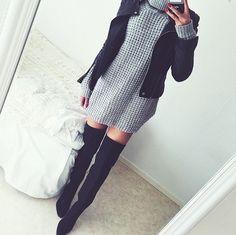 """Para esos días fríos que no quieres dejar de lucir sexy es este look. Botas largas, sueter/vestidos y chamarra ajustada. No olvides elegir ropa interior que te ayude a evitar enseñar """"de más""""."""