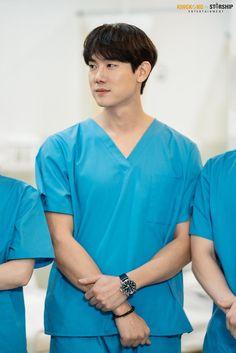 Korean Drama Movies, Korean Actors, Yoo Yeon Seok, Jyj, Korean Men, Lady And Gentlemen, Asian Boys, Film Movie, Gorgeous Men