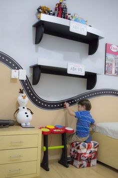 kleinkind zimmer Ideas For Painting Ideas For Walls Kids Bedrooms Shelves Boy Car Room, Boys Car Bedroom, Car Themed Bedrooms, Kids Bedroom Storage, Shelves In Bedroom, Baby Boy Rooms, Bedroom Themes, Car Bedroom Ideas For Boys, Room Boys