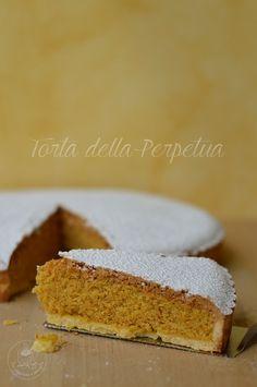 Crostata di mandorle o Torta della Perpetua. Pasta frolla classica di Maurizio Santin con farcia di mandorle, limone e rum.
