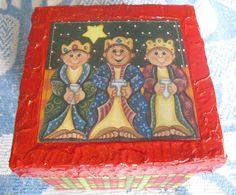 Caixa em madeira MDF.  A tampa decorada com tema natalino (découpage). A caixa revestida em tecido e com acabamento em viés.  Preços diferenciados para encomendas acima de 5 peças.    Frete grátis para as ...