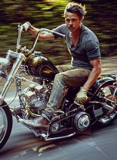 One of the biggest stars of our time, Brad Pitt, covers the November issue of details magazine. Photographed by Mark Seliger & wearing Prada, Pitt talks about his love for riding & how he l… Triumph Motorcycles, Harley Davidson Motorcycles, Custom Motorcycles, Custom Bikes, Street Motorcycles, Custom Tanks, Victory Motorcycles, Davidson Bike, Honda Bikes