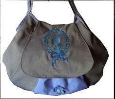 JuniSand    Die Farbaktion in diesem Monat.  Aus beigefarbenem Baumwollstoff, gemixt mit hellblau und einem Hauch weiß kommt diese Tasche daher und wi