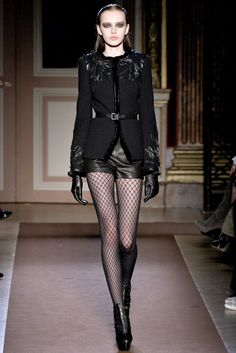 Andrew Gn Fall 2012 Ready-to-Wear Collection Valokuvat - Vogue Haute Couture Style, Couture Mode, Couture Fashion, Runway Fashion, Dark Fashion, High Fashion, Fashion Show, Fashion Design, Latest Fashion For Women