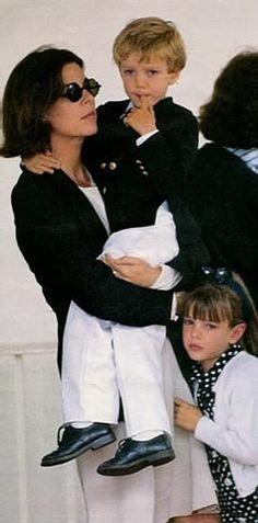księżniczka Monako Caroline Casiraghi z synem Pierre i córką Charlotte [1992]