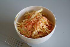 coleslaw - det perfekte tilbehøret til hamburger eller grillet kylling... - Mat på bordet