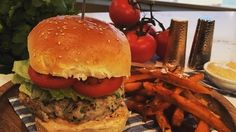 Lean in 15 McLeanie Turkey Burger - Joe Wicks Bodycoach Recipes, Joe Wicks Recipes, Chicken Recipes, Clean Recipes, Recipies, Healthy Summer Recipes, Healthy Snacks, Healthy Dinners, Lean In 15 Recipes Body Coach