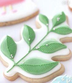 Leaf Cookies, Flower Cookies, Fun Cookies, Sugar Cookies, Decorated Cookies, Biscuit Decoration, Sugar Cookie Royal Icing, Galletas Cookies, Cookie Jars