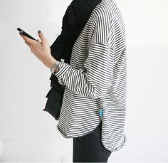 Black and White Stripped Shirt with Black Scarf Look Fashion, Daily Fashion, Winter Fashion, Simple Style, Style Me, Minimal Style, Sweater Weather, Mode Chic, Minimal Fashion