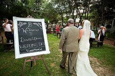 Love the welcome sign at this destination wedding ceremony! | Rae Leytham Photography
