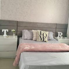 """1,468 curtidas, 37 comentários - 82m De Muito Amor (By Tais) (@apto233) no Instagram: """"Faltando alguns detalhes Ainda ✨ . . . #quarto #ape #apto233 #apartamento #cabeceira #cinza #cama…"""""""