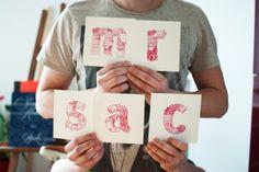 Création d'une typographie illustrative à la mine rouge.