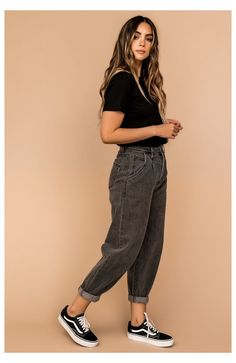 Teen Fashion Outfits, Jean Outfits, Look Fashion, Fall Outfits, Summer Outfits, Outfits With Mom Jeans, Black Mom Jeans Outfit, Loose Jeans Outfit, Mom Outfits